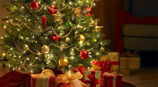 sapin-de-noel-avec-cadeaux